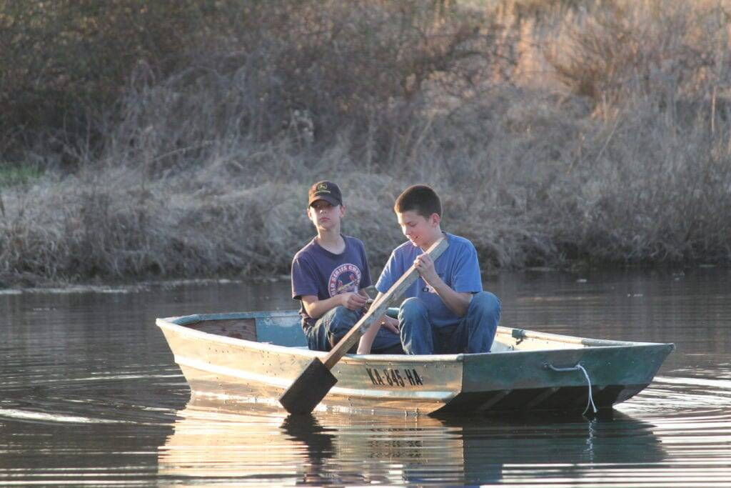 boys boat country