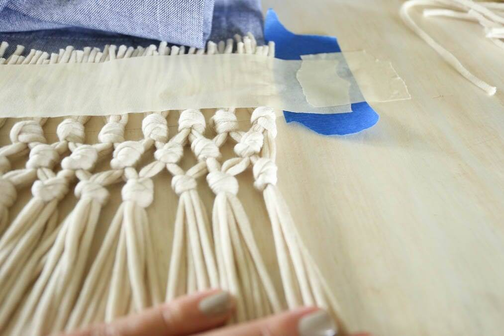 Last knots of macrame fringe