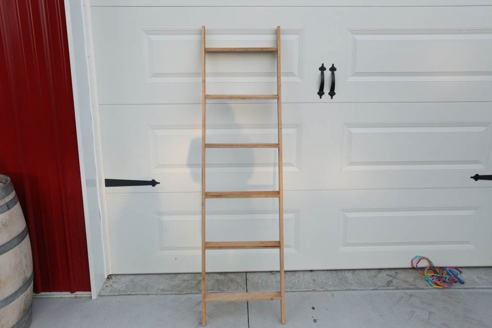 finished blanket ladder diy