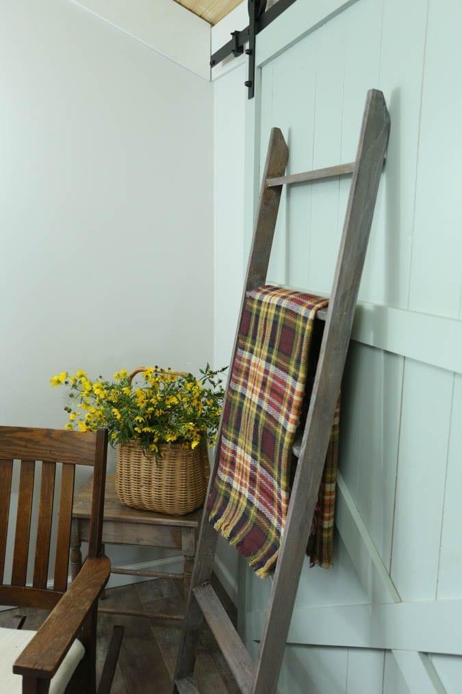 Farmhouse Blanket Ladder DIY Free Detailed Instructions