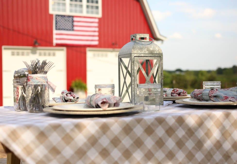 Nine Simple Ideas for Outdoor Patriotic Decorations