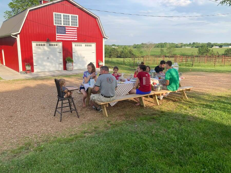 dinner outdoors patriotic decorations