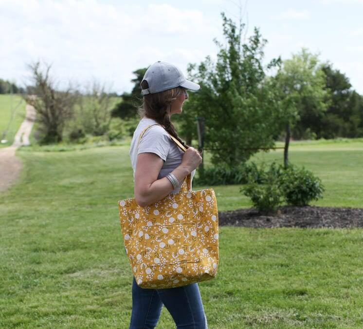 How to Sew a Simple Tote Bag with Flat Bottom and Lining